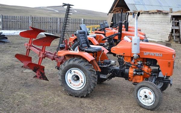 Трактор «Уралец» 220