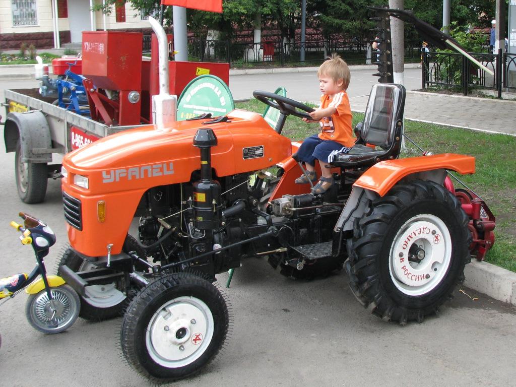 Трактор «Уралец» 180