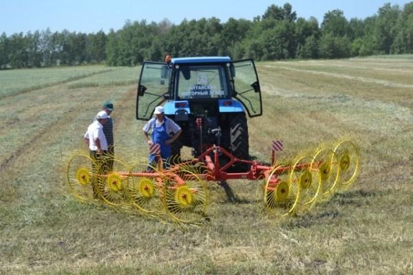 Ворошилка для сена на трактор