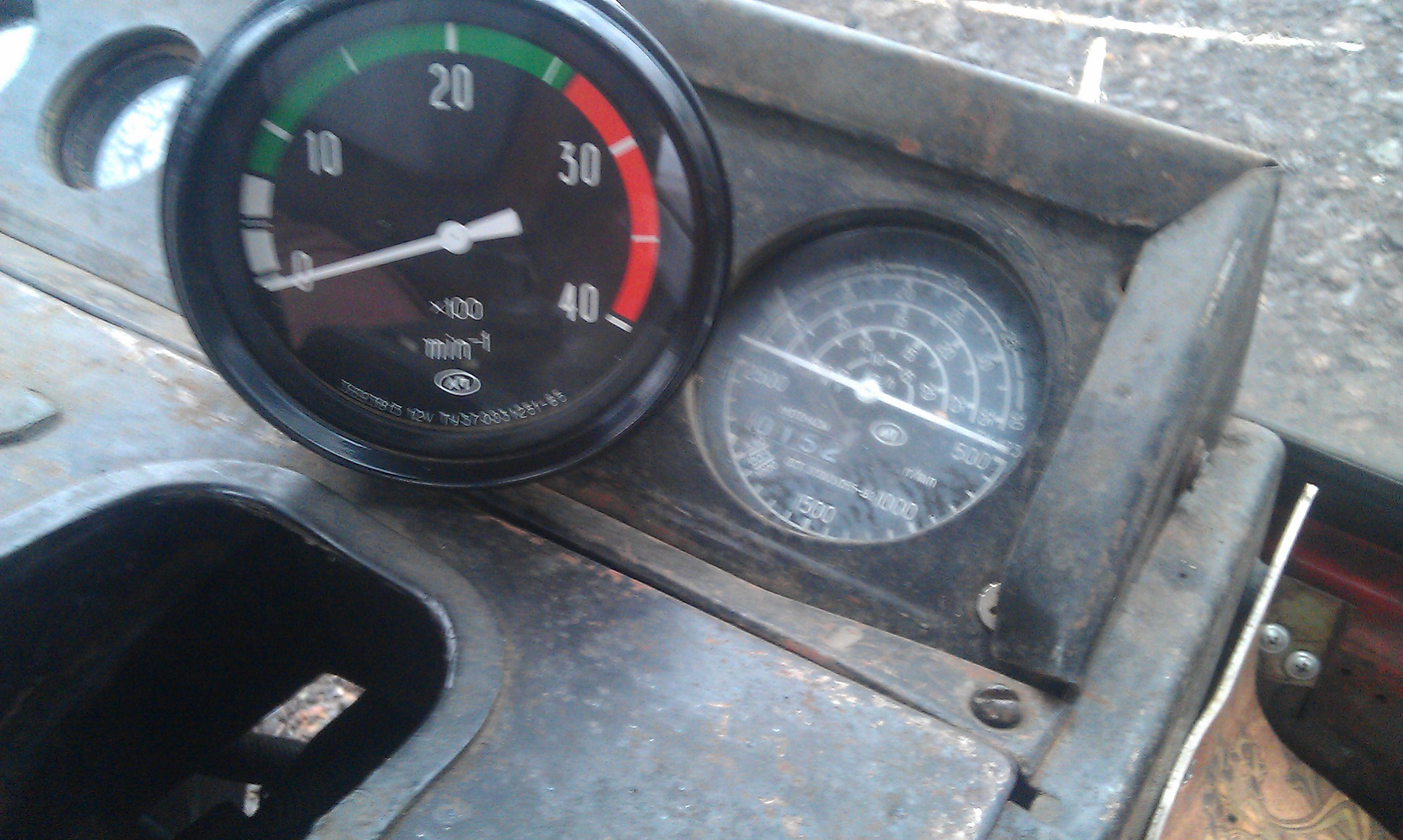 Как считать моточасы на тракторе?
