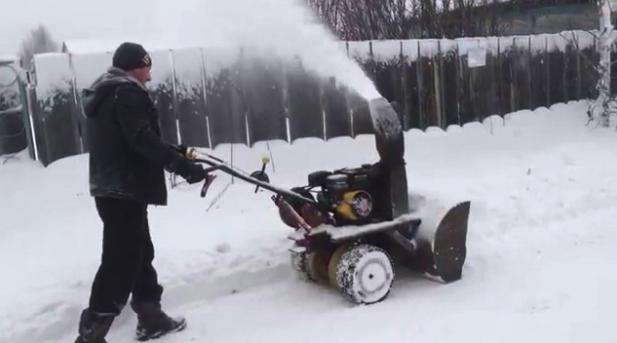 Снегоуборщик на газовом баллоне