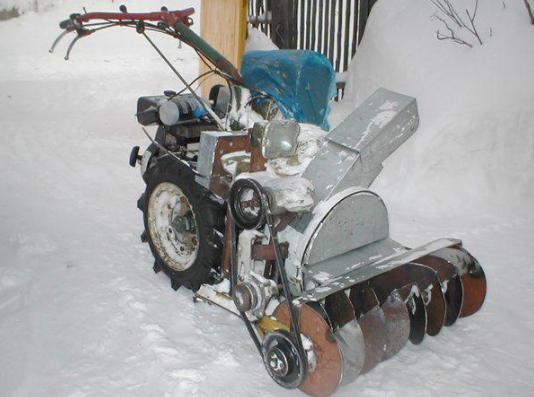 Шнековый снегоочиститель на мотоблок