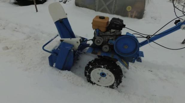 Снегоуборочная приставка к мотоблоку