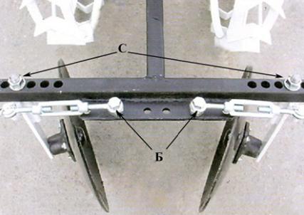 Регулировка вертикальных осей окучника