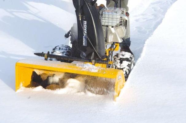 Снегоуборщик с дизельным двигателем