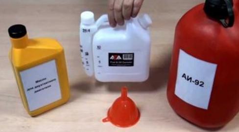 Использование бензопилы – подготовка к работе