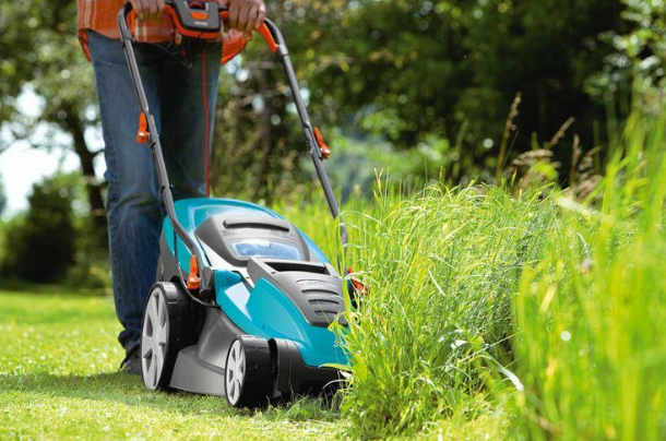 газонокосилка с бензиновым ДВС лучше всего подходит для высокой травы и бурьяна